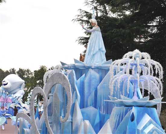 ディズニーランド アナ雪パレード エルサフロート