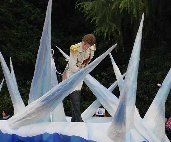 ディズニーランド アナ雪パレード ハンス王子